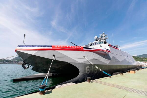 The RoCN received          Ta Chiang         , its first improved Tuo Chiang corvette, during a ceremony held on 27 July at the facilities of Lungteh Shipbuilding in Suao, in north-eastern Taiwan's Yilan County.        (Via Taiwan's Military News Agency)