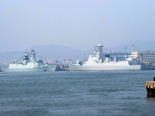 Images recently emerged on Chinese online forums indicating that the PLAN commissioned in late February a Type 052D destroyer (seen here on right hand side with pennant number 119) and a Type 54A frigate (on the left, with pennant number 542). (Via Sina Weibo )