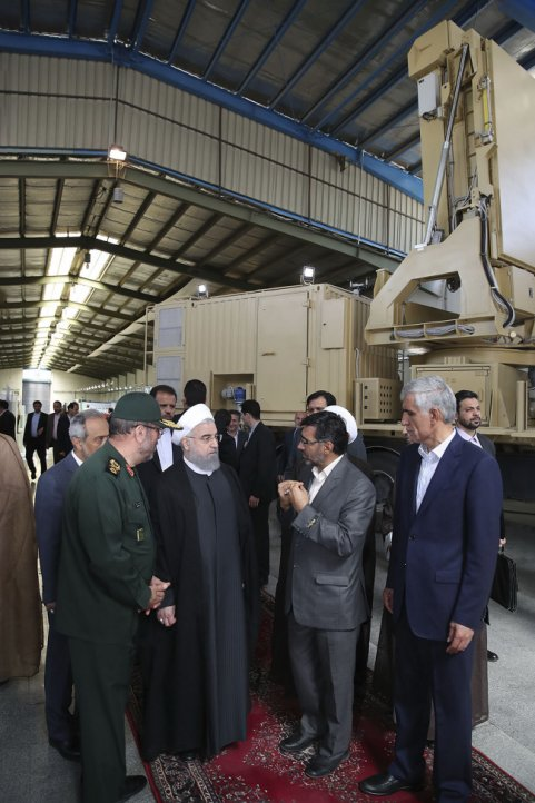 The 15 Khordad's radar was previously seen when President Rouhani visited Iran Electronics Industries in April 2017. (President.ir)