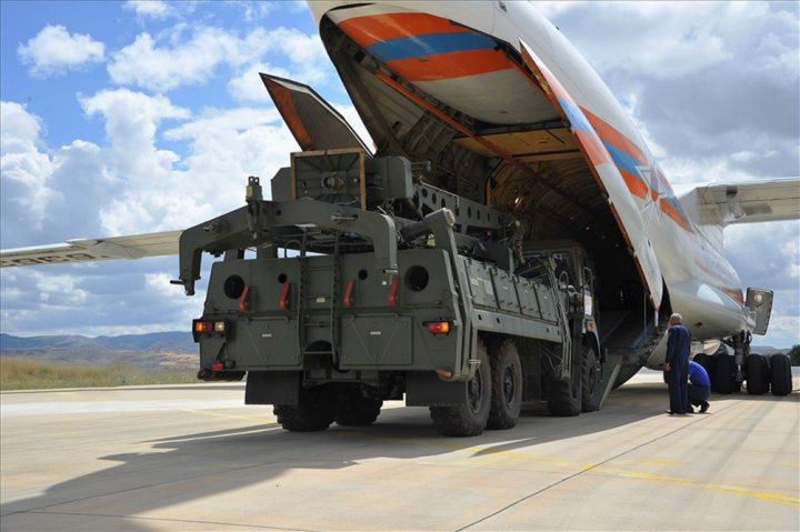 A TZM 22T6E2 'freight loading unit', or missile loader, on a Ural-532361 truck is shown leaving a Russian Ministry of Emergency Situations (EMERCOM) Il-76 after it landed at Mürted Air Base, northwest of Ankara, on 12 July 2019. (Turkish MoD)