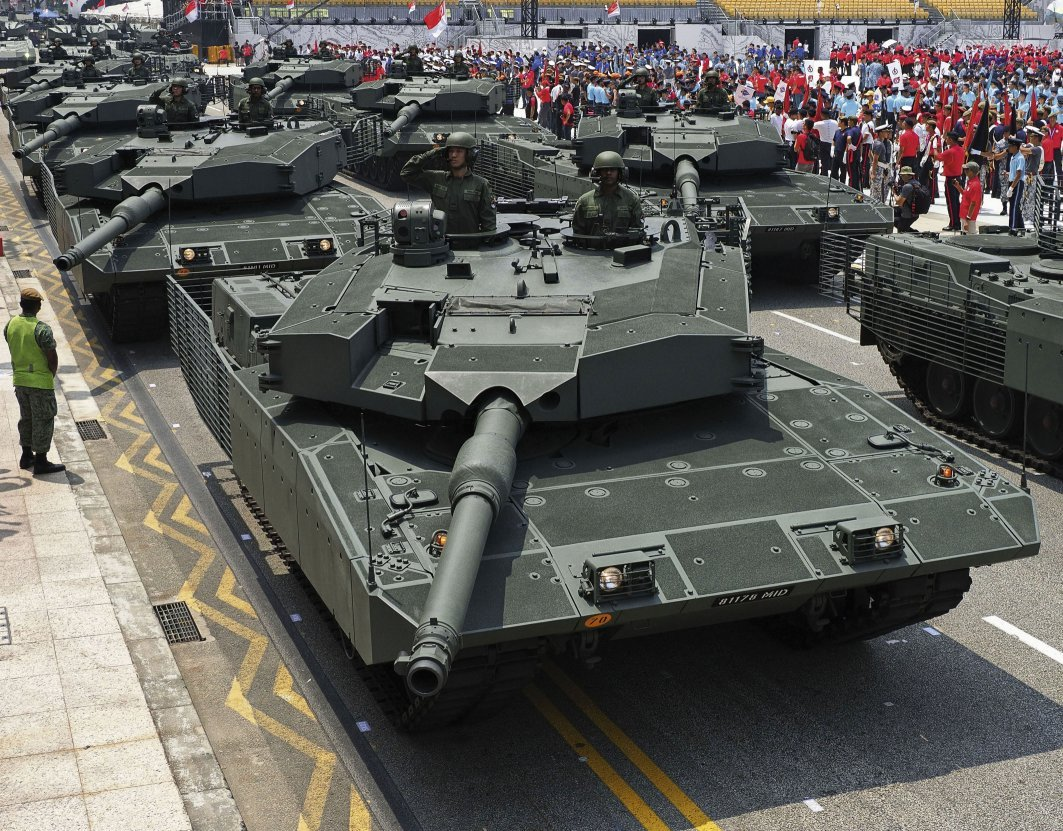 Leopard 2SG main battle tanks led the 1.3 km-long mobile column on 9 August, which included some of the Singapore Armed Forces' latest assets such as the Hunter armoured fighting vehicle. (IHS Markit/Kelvin Wong)