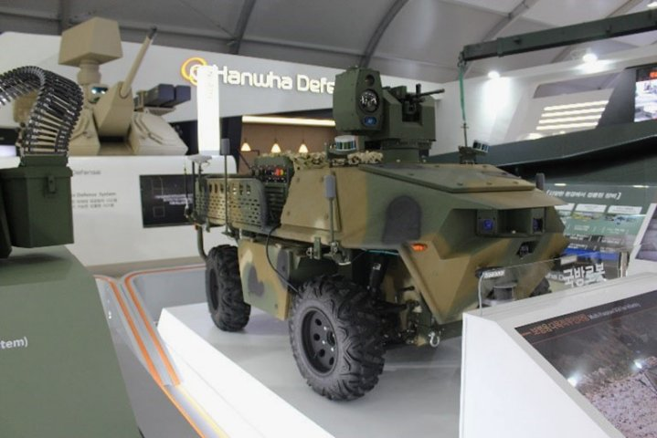 Hanwha Defense displayed a multipurpose 4x4 UGV equipped with a K3 5.56 machine gun and an EO/IR sensor unit at the ADEX 2019 exhibition. (IHS Markit/Sunil Nair)