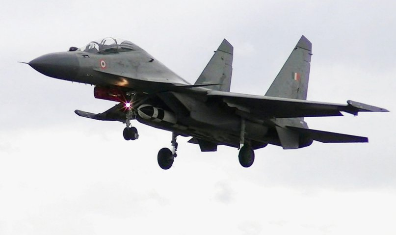 An IAF Su-30MKI fighter aircraft carrying a BrahMos-A missile ahead a test launch in May 2019. (PIB)
