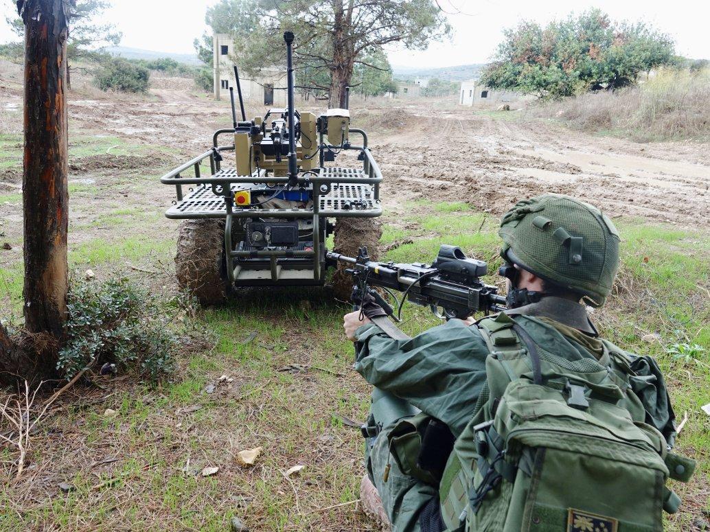 El IDF se ejercita con un Probot con antorcha para identificar conceptos de operación, tácticas, técnicas y procedimientos asociados con operaciones de vehículos terrestres no tripulados.