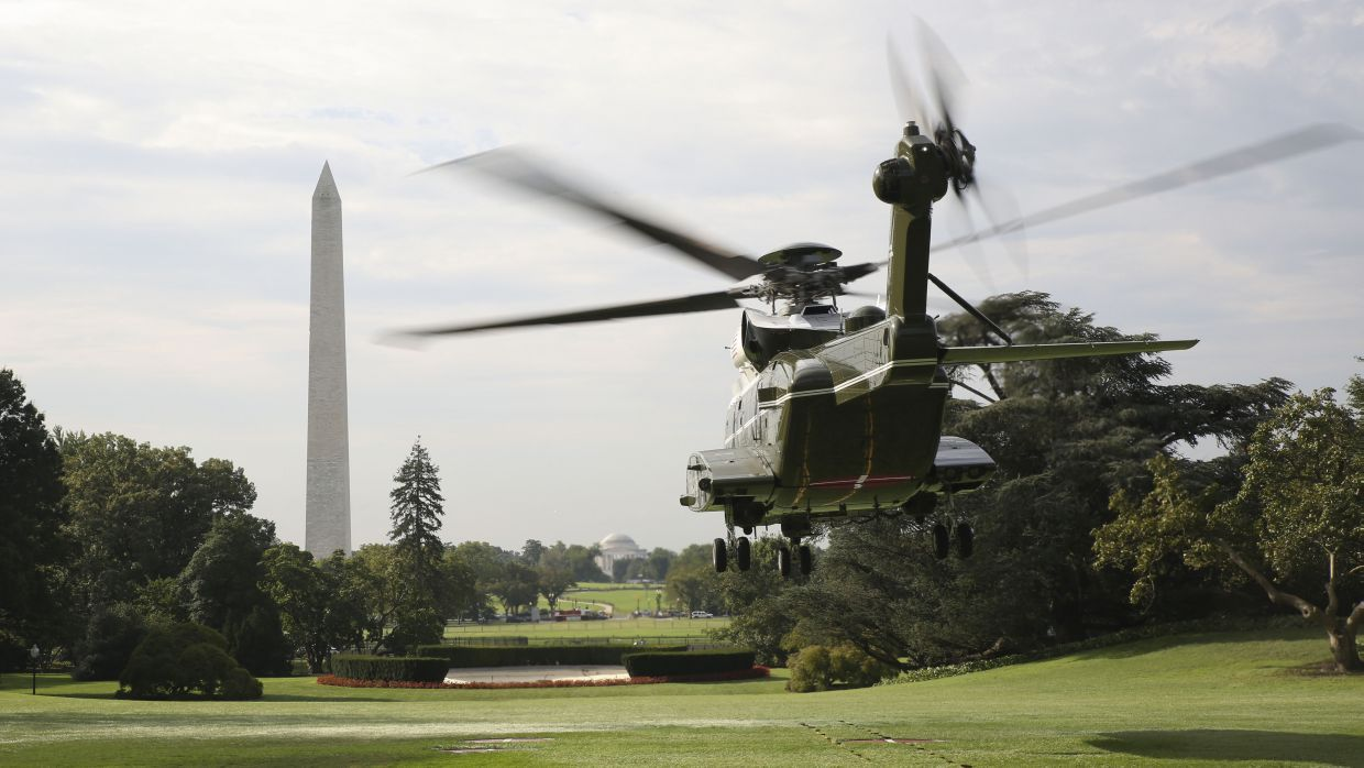 Marine Helicopter Squadron One (HMX-1) runs test flights of the new VH-92A over the south lawn of the White House on 22 September 2018. Fielding of the aircraft has been delayed by three months to provide more time to address mission communication system (MCS)-related challenges.