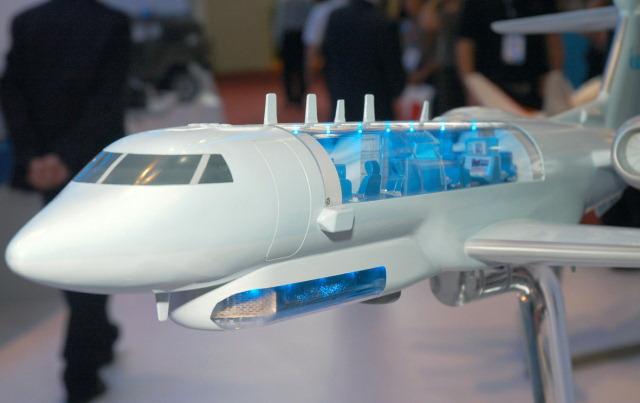 Un modelo seccionado del avión MARS2 que el IAI propone como reemplazo de la flota ASTOR del Reino Unido a partir de 2021.