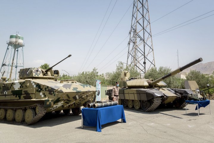 The Makran (left) is seen next to the upgraded T-72M tank. (Fars News Agency)
