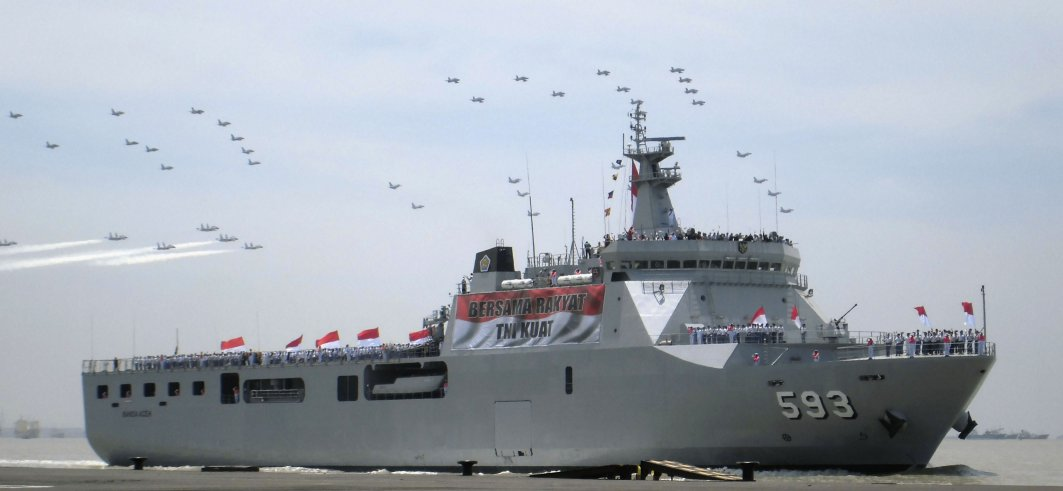 Indonesia is in talks with the UAE for a 163 m version of its LPD, one of which is seen here during a sail-pass in Surabaya. (Janes/Ridzwan Rahmat)