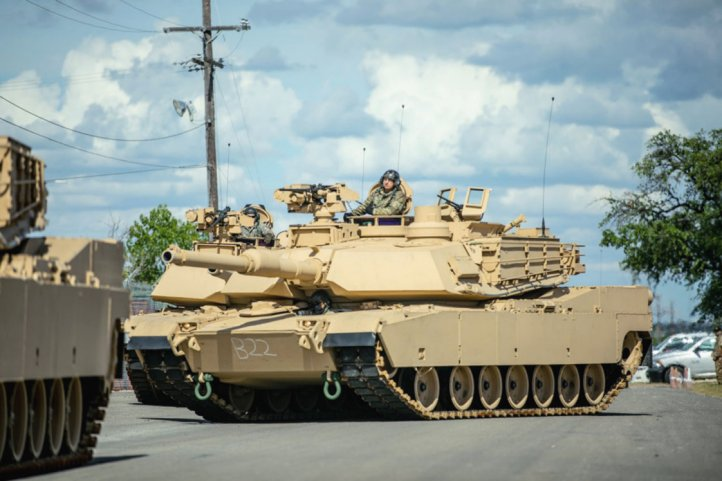 US soldiers at Fort Hood, Texas, are receiving the first set of new M1A2C Abrams MBTs. (US Army)