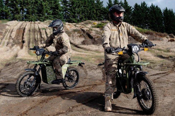 La NZDF a annoncé le 27 juillet, il a commencé à expérimenter de l'électricité motos de déterminer leur aptitude à un usage militaire. (NZDF)