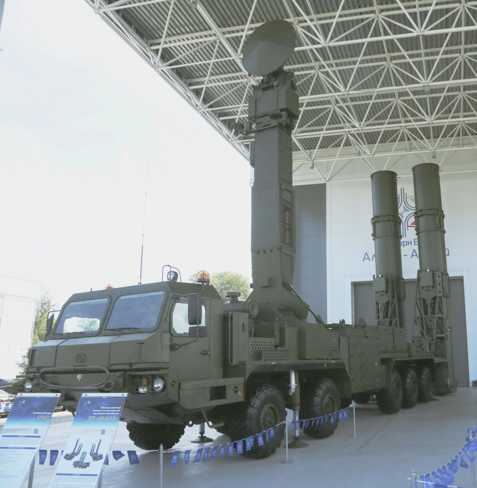 The new 51P6E2 launcher for the 98R6E Abakan non-strategic ballistic missile defence system was unveiled at the Russian Federation Ministry of Defence's Army 2020 International Military-Technical Forum between 23 and 29 August. (N Novichkov)