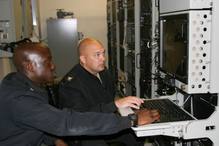 US Navy Cryptologic Technician (Collection) First Class Irving Juleus and Cryptologic Technician (Collection) First Class Terrance Krueger use a collections suite during a training operation on 6 April 2016 in San Diego, Calif. Navy leaders plan to transition all surface fleet vessels to the IaaS construct by 2023. (US Navy)