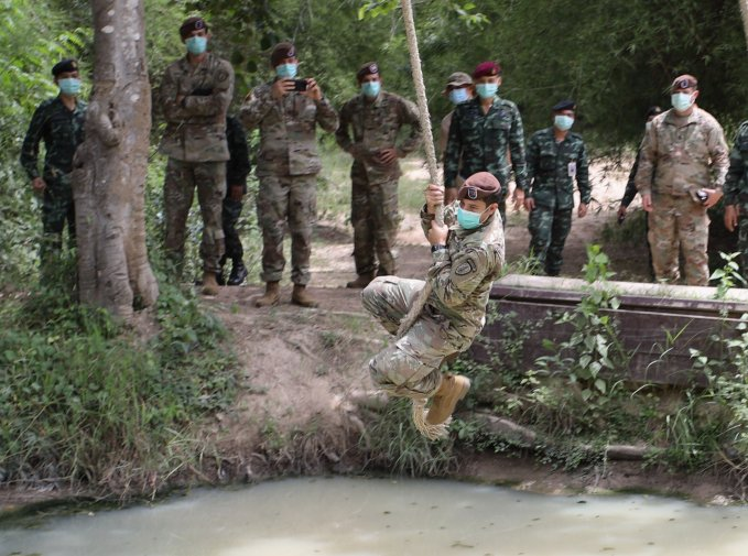 Staff Sergeant Jordan Blas, 5th SFAB team healthcare sergeant, on an obstacle course at Camp Thanarat, Thailand, in August 2020. (US Army)