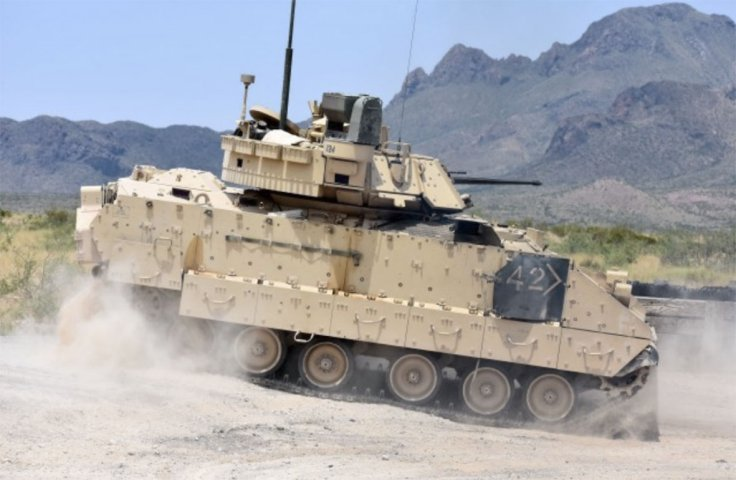 An M2A3 Bradley Fighting Vehicle crew changes position on the range during a gunnery training event in 2018. The US Army plans to issue a final RFP for its revamped Bradley replacement effort in December. (US Army )