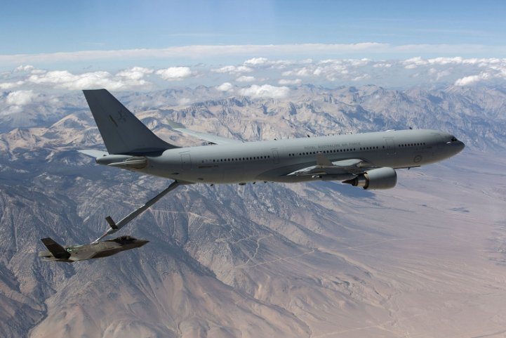 A Royal Australian Air Force (RAAF) Airbus A330 MRTT refuels a Lockheed Martin F-35A during trials. The global user community for the MRTT is to establish a working group to make it easier for US-built aircraft types to receive fuel from the tanker. (US Air Force)