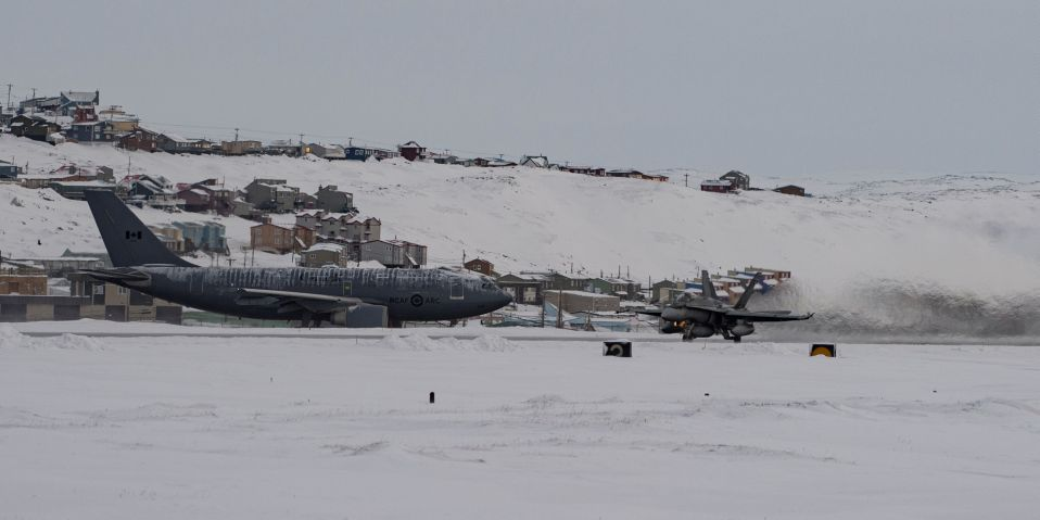 The RCAF exercised with a CC-150T aerial refuelling aircraft (left) and a CF-18 around Baffin Island from 18 to 20 January. (Royal Canadian Air Force)