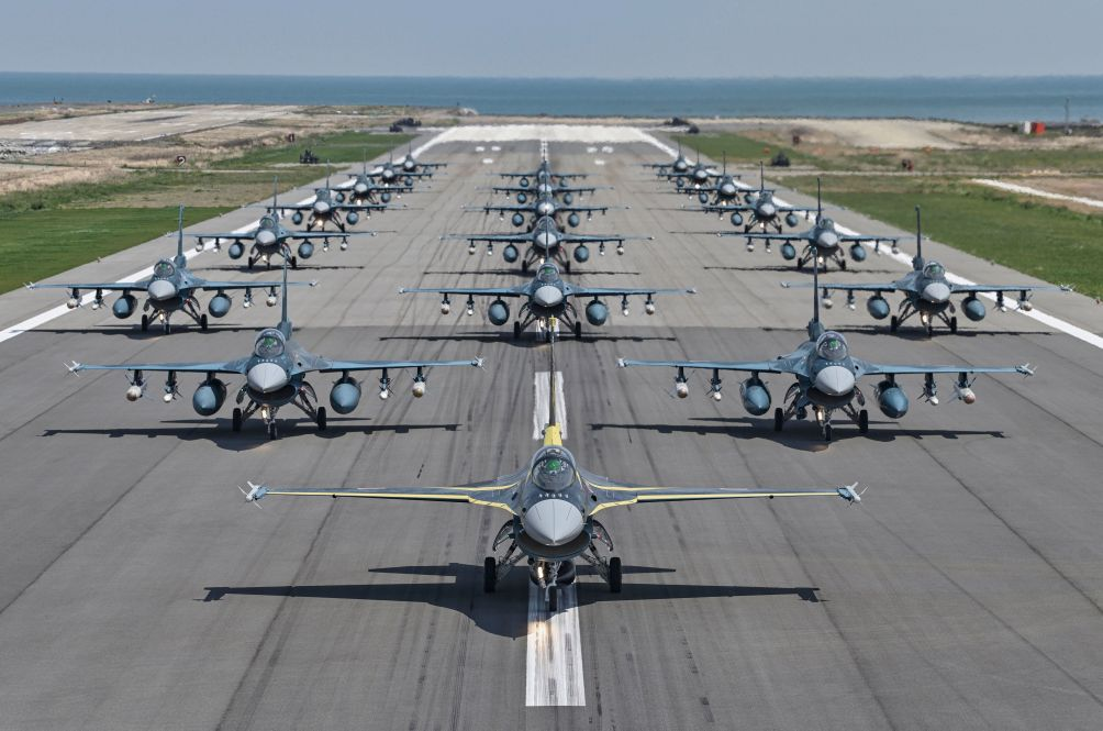 A total of 20 F-2s assigned to the JASDF's 8th Squadron took part in an 'elephant walk' at Tsuiki Air Base on 19 April to mark the unit's 60th anniversary. (JASDF)